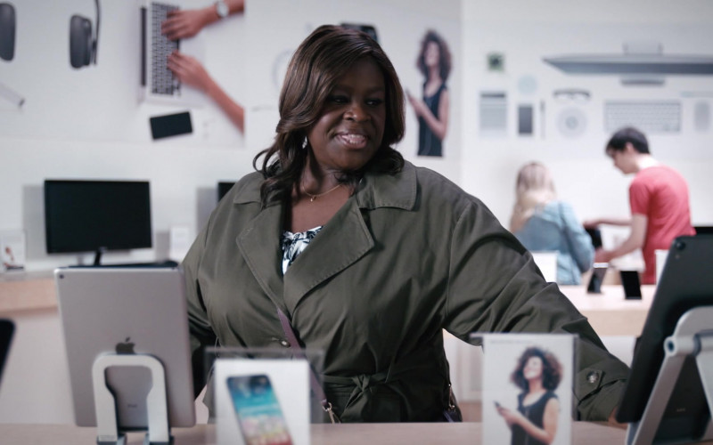 Apple iPad Tablet in Good Girls S04E02 Big Kahuna (2021)