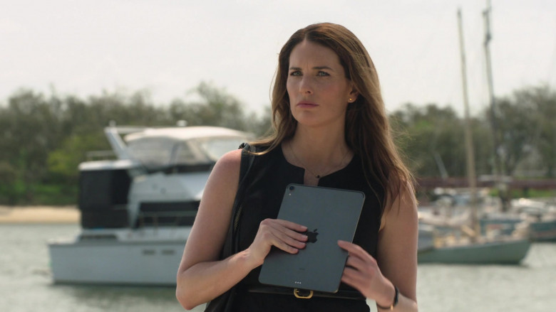 Apple iPad Tablet of Jolene Anderson as Dr. Grace Molyneux in Harrow S03E05 TV Show