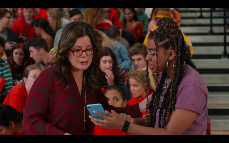 Apple iPhone Smartphone (Blue) of Alycia Pascual-Peña as Lucy Hernandez in Moxie (2021)