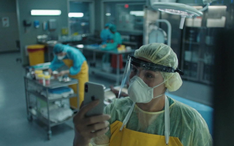 Apple iPhone Smartphone in Coroner S03E05 TV Show (1)