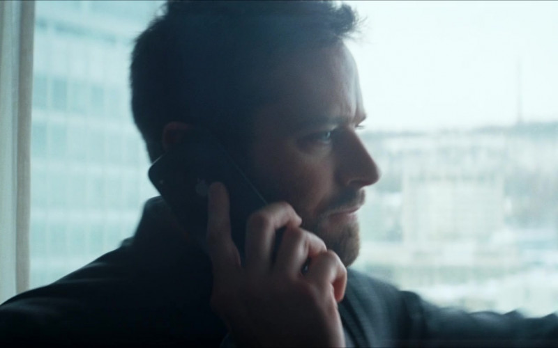 Apple iPhone Smartphone of Armie Hammer as Jake Kelly in Crisis (1)