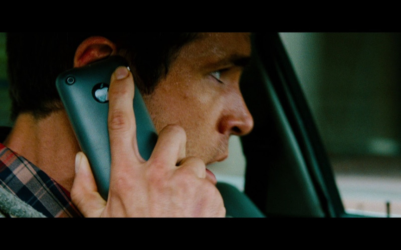Apple iPhone Smartphone of Ryan Reynolds as Matt Weston in Safe House (2012)