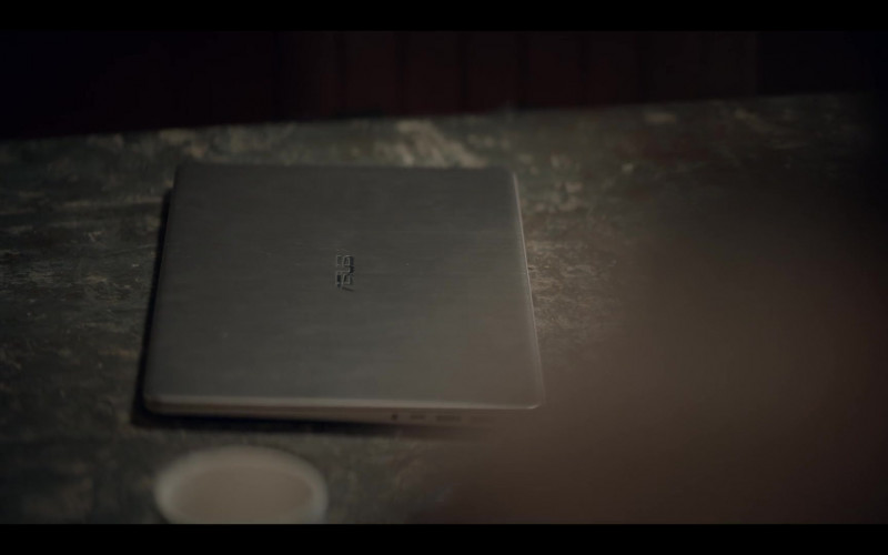 Asus Laptop of Amir El-Masry as Ben Naser in The One S01E02 (1)