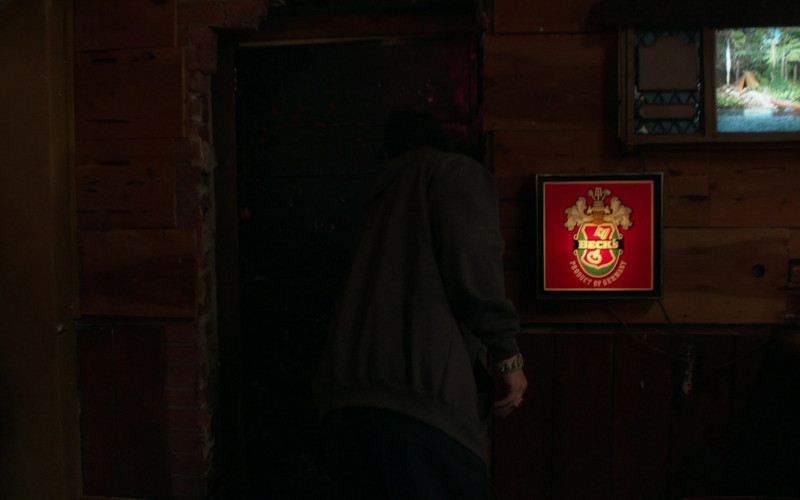 Beck's Sign in Shameless S11E07 Two at a Biker Bar, One in the Lake (2021)