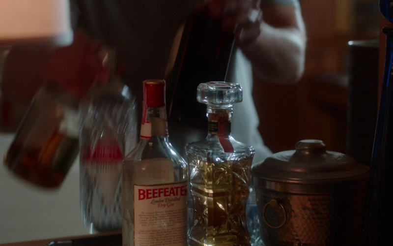 Beefeater Gin in For All Mankind S02E05 The Weight (2021)