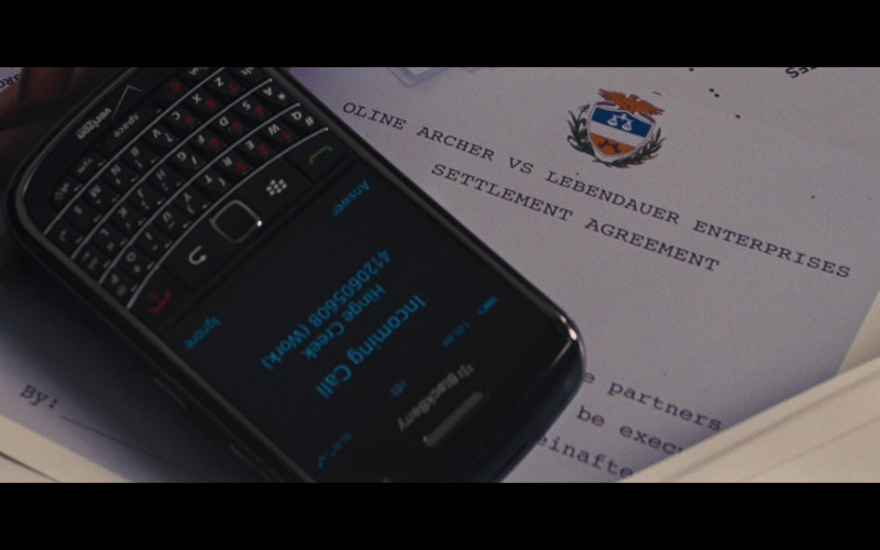 BlackBerry x Verizon Mobile Phone in Jack Reacher (2012)