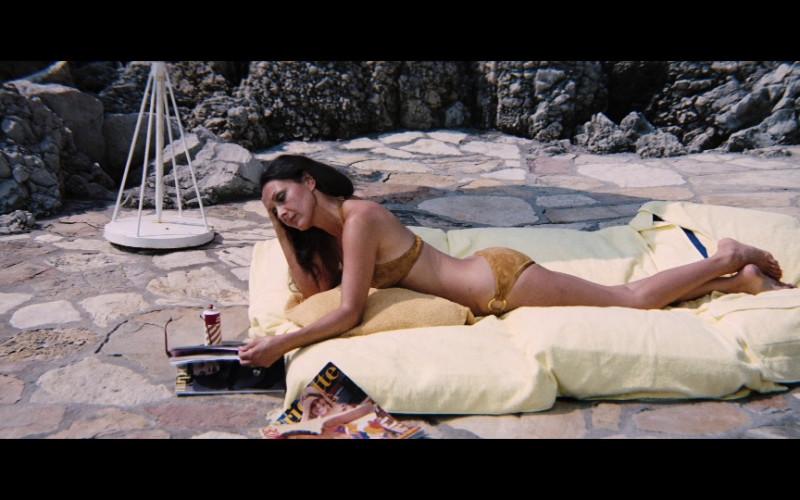 Brigitte magazine in Diamonds Are Forever (1971)