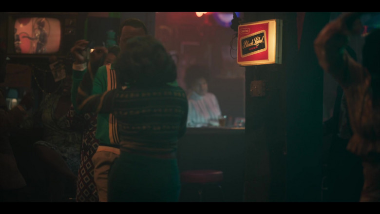 Carling Black Label Beer Sign in Genius Aretha S03E07 Chain of Fools (2021)