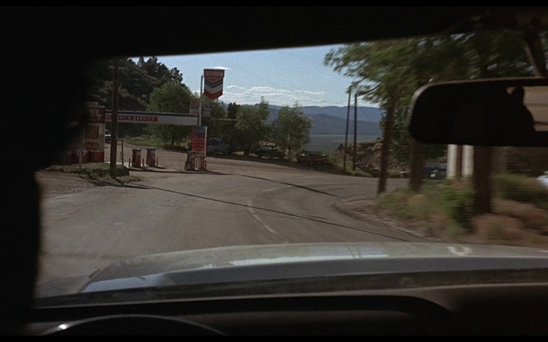Chevron Gas Station in Vanishing Point (1971)