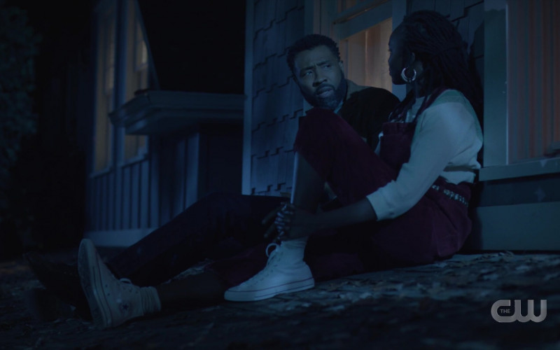 Converse White High Top Shoes in Black Lightning S04E06 The Book of Ruin Chapter Two (2021)