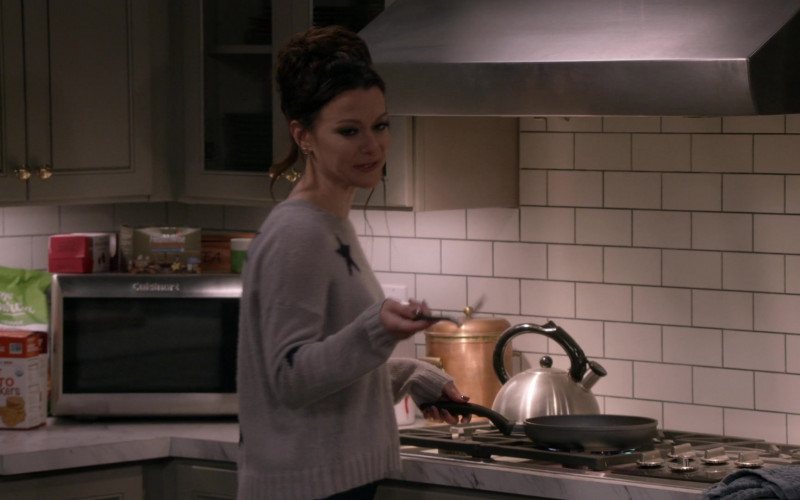 Cuisinart Microwave Oven in Bob Hearts Abishola S02E11 I Did Not Raise Him to Be a Teenager (2021)