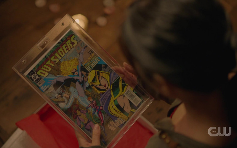 DC Outsiders Comics in Black Lightning S04E04