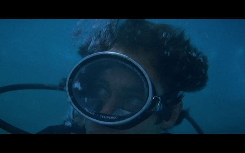 Dacor Diving Mask in Licence To Kill (1989)