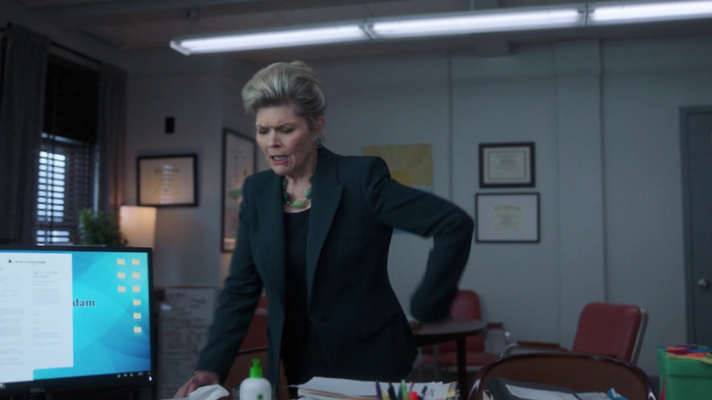 Dell Monitor in New Amsterdam S03E02 Essential Workers (2021)
