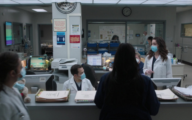 Dell Monitor in New Amsterdam S03E04 This Is All I Need (2021)