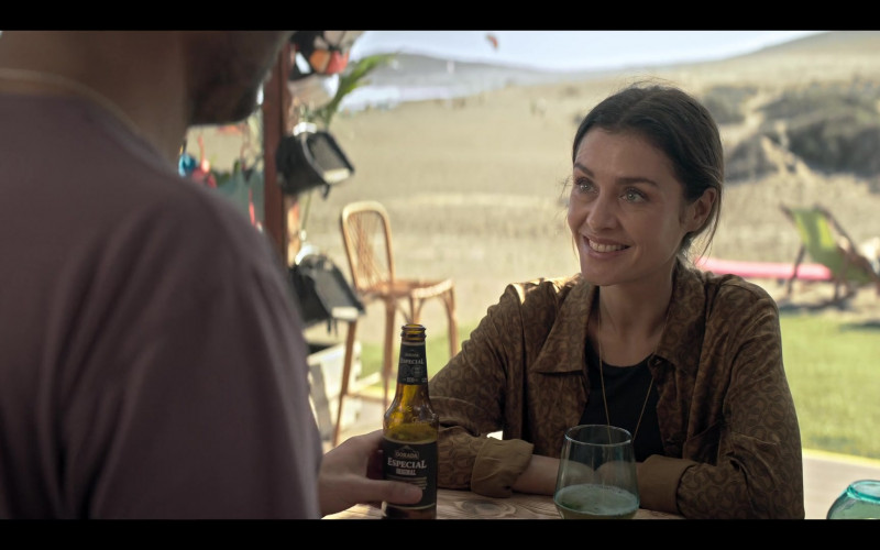 Dorada Especial Beer of Hannah Ware as Rebecca Webb in The One S01E02 (2021)