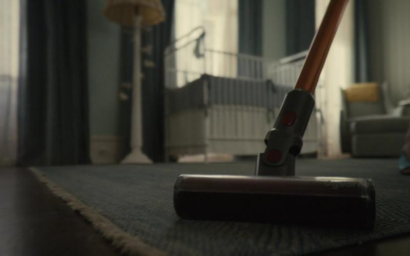 Dyson Vacuum Cleaner in Servant S02E09 Goose (2021)