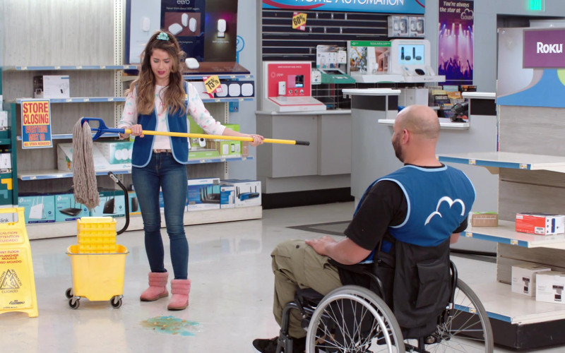 Eero, Piper and Roku in Superstore S06E15 All Sales Final (2021)