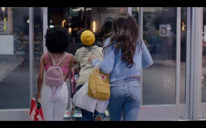 Fjallraven Kanken Yellow Backpack in Generation S01E05 Gays and Confused (2021)