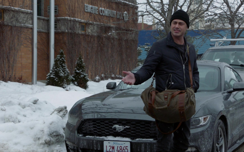 Ford Mustang Sports Car in Chicago Fire S09E09 Double Red (2021)