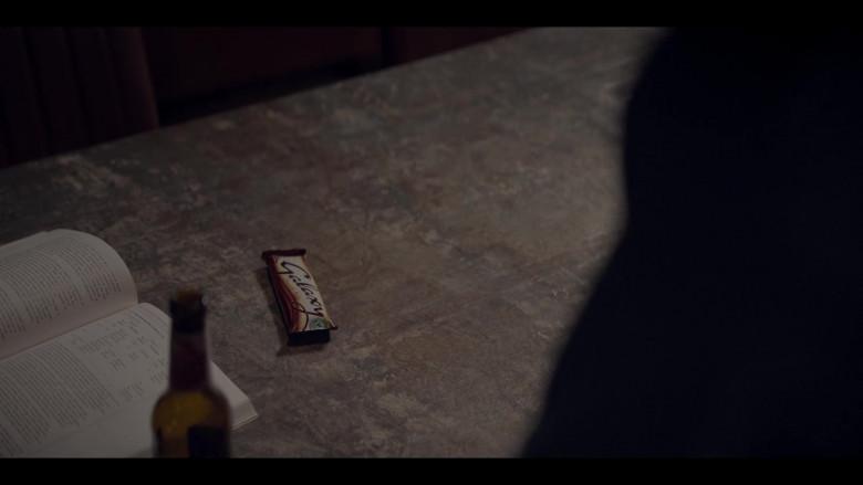 Galaxy Milk Chocolate Bar in The One S01E02 (2021)
