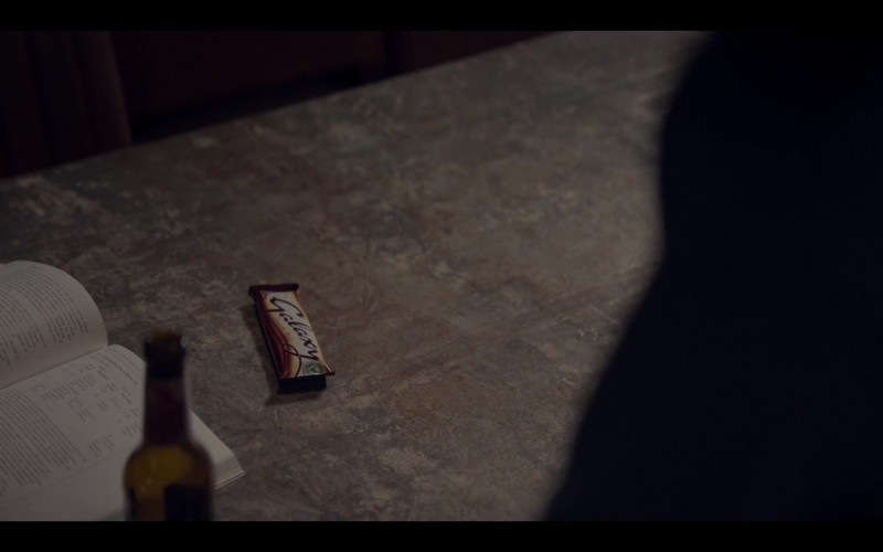 Galaxy Milk Chocolate Bar in The One S01E02 (2021)