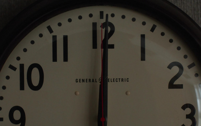 General Electric Clock in For All Mankind S02E04 Pathfinder (2021)