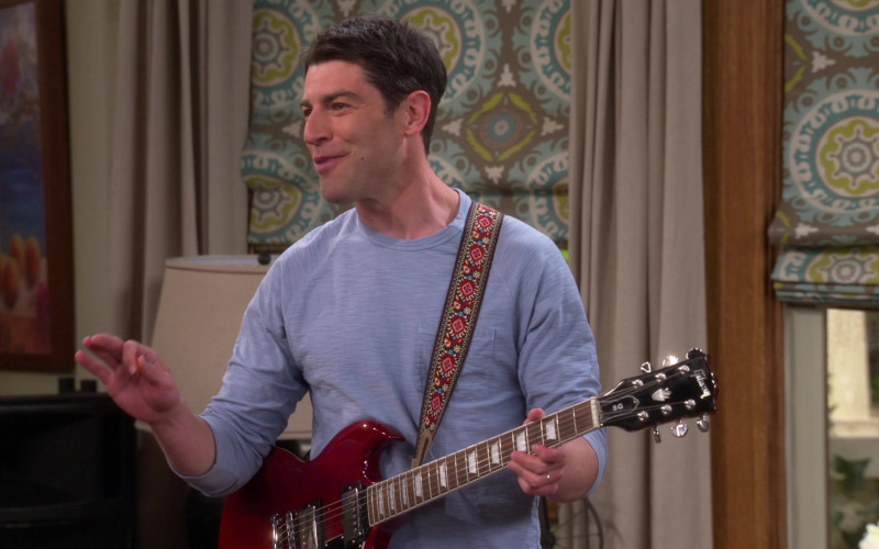 Gibson Guitar of Max Greenfield in The Neighborhood S3E11 TV Show (1)