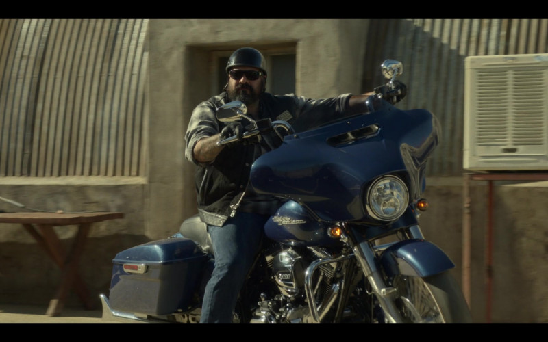 Harley-Davidson Blue Motorcycle in Mayans M.C. S03E02 The Orneriness of Kings (2021)