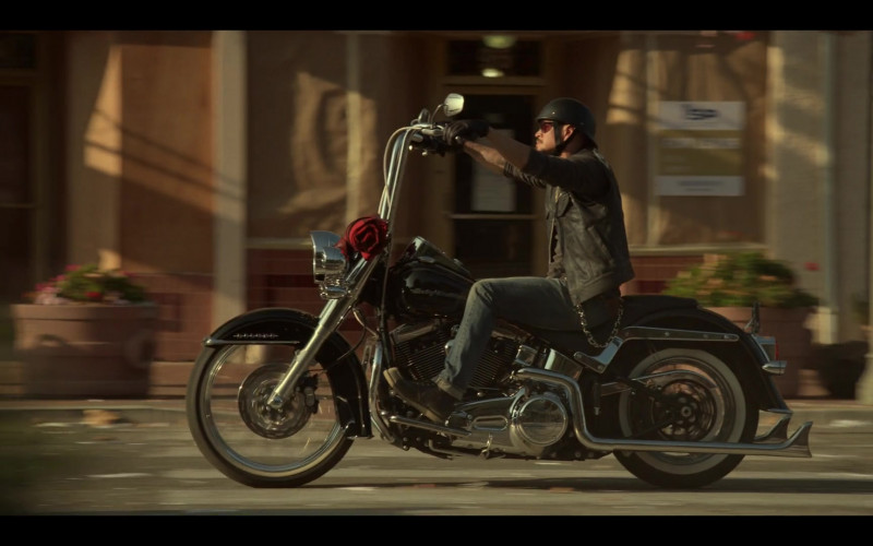Harley-Davidson Motorcycle in Mayans M.C. S03E01 Pap Struggles with the Death Angel (2021)