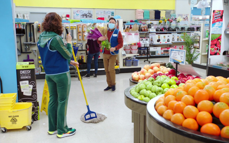 Harvest Snaps Snacks in Superstore S06E14 TV Show (1)