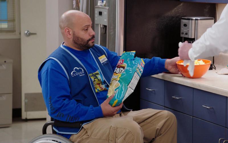 Herr's Popcorn Enjoyed by Colton Dunn as Garrett in Superstore S06E11 TV Show (2)