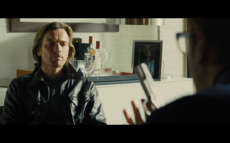 Highland Park whisky & Smirnoff vodka in Our Kind of Traitor (2016)