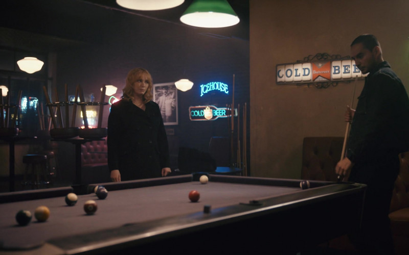 Icehouse and Budweiser Beer Signs in Good Girls S04E03 Fall Guy (2021)