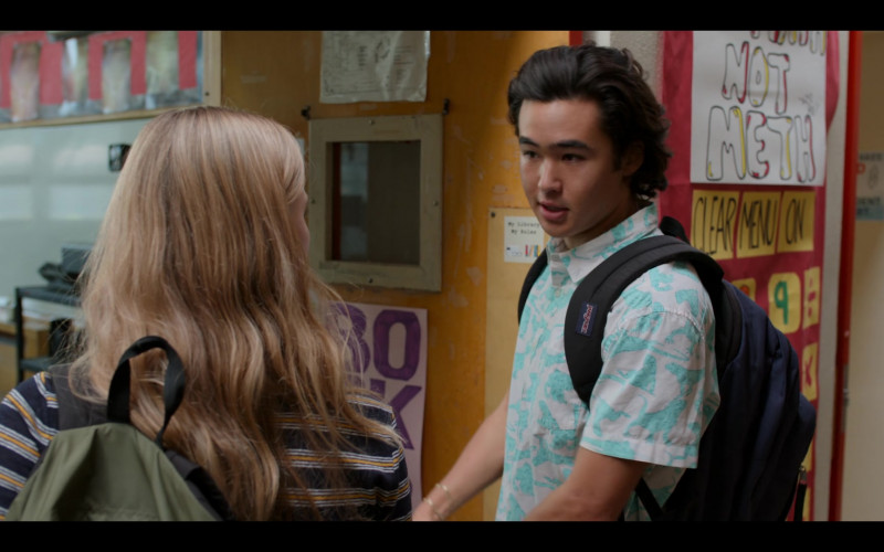 JanSport Backpack of Nico Hiraga as Seth Acosta in Moxie (1)