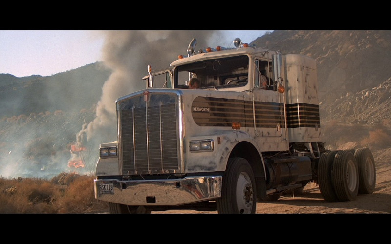 Kenworth W-900 B Truck in Licence To Kill (1989)