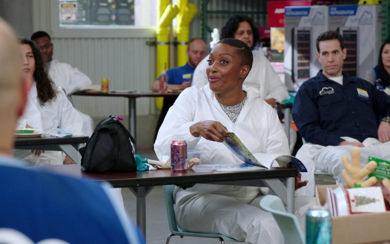 LaCroix Sparkling Water in Superstore S06E11 TV Show (2)