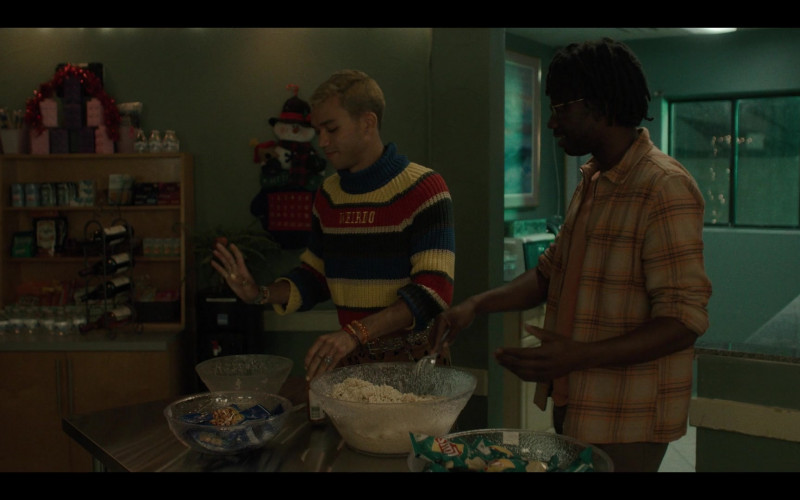 Lay's Potato Chips in Generation S01E07 Desert Island (2021)