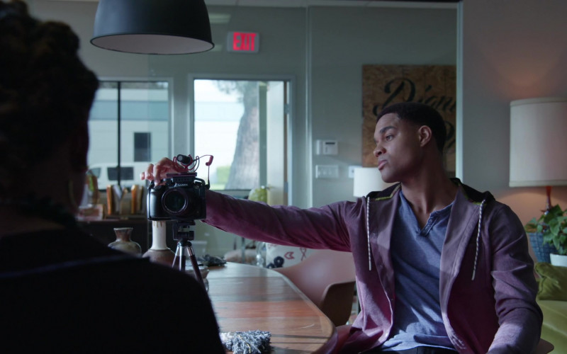 Lumix Photography Camera in Good Trouble S03E06 (2)
