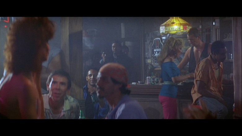 Michelob beer lamp in Licence To Kill (1989)