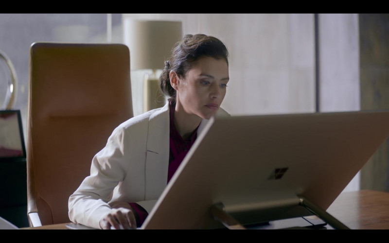 Microsoft Surface Studio AIO Computer of Hannah Ware as Rebecca Webb in The One S01E05 (2021)