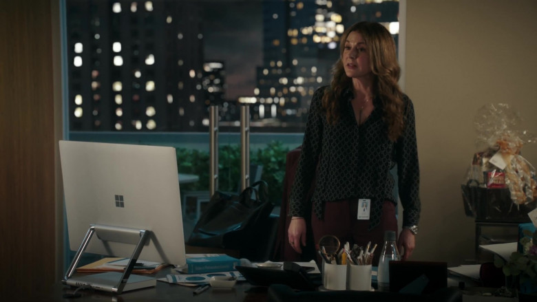 Microsoft Surface Studio All-In-One Computer of Jane Leeves as Kitt Voss in The Resident S04E07 Hero Moments (2021)