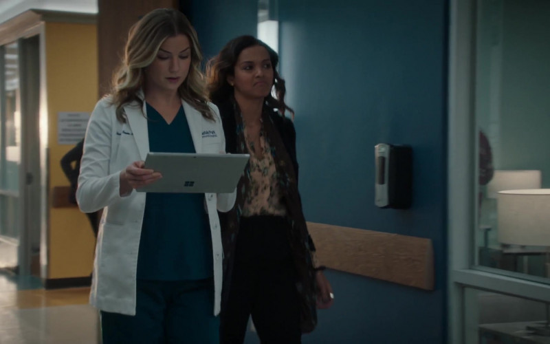 Microsoft Surface Tablet Used by Emily VanCamp as Nurse Practitioner Nicolette 'Nic' Nevin in The Resident S04E08