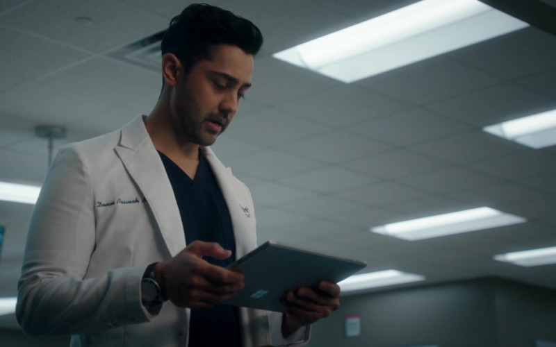 Microsoft Surface Tablet Used by Manish Dayal as Devon Pravesh in The Resident S04E07 Hero Moments (2021)