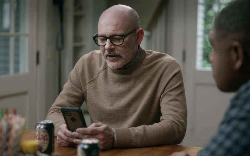 Mort's Trophy Lager by Trophy Brewing Co. Enjoyed by Rob Corddry as Forrest in The Unicorn S02E11 (2)