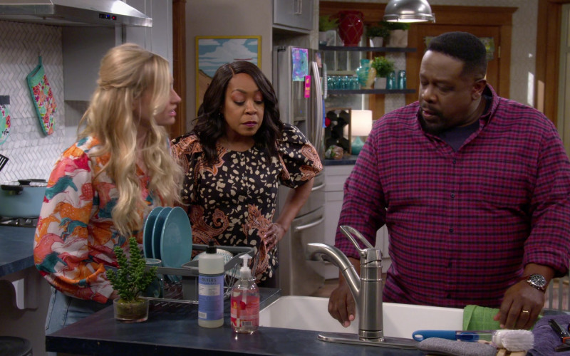 Mrs Meyer's Clean Day Dish Soap in The Neighborhood S3E11 Welcome to the Dad Band (2021)