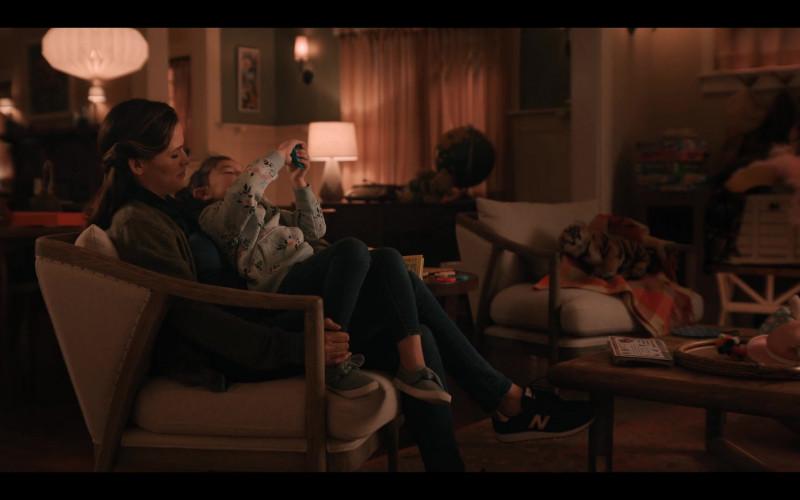 New Balance Women's Sneakers of Jennifer Garner as Allison Torres in Yes Day (2021)