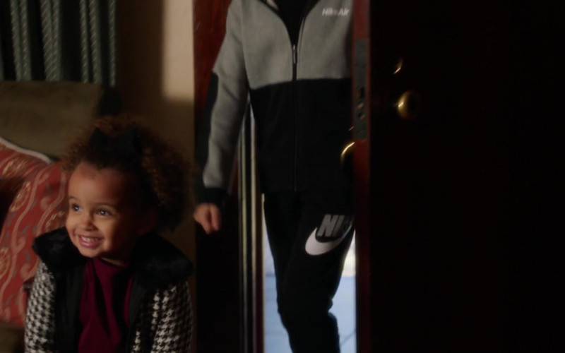 Nike Air Hoodie and Sweatpants in 9-1-1 S04E07 There Goes the Neighborhood (2021)
