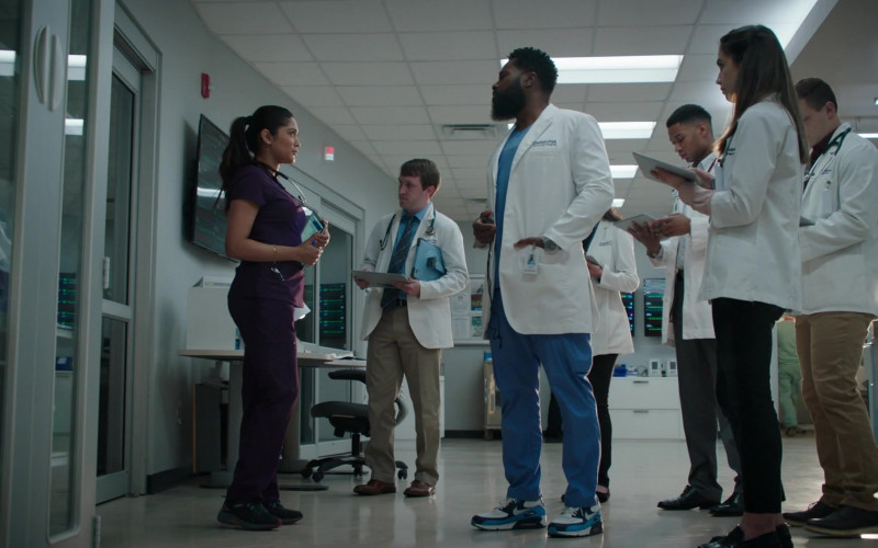 Nike Air Max 90 Sneakers of Malcolm-Jamal Warner as Andre Jeremiah 'AJ-The Raptor' Austin in The Resident S04E08 (1