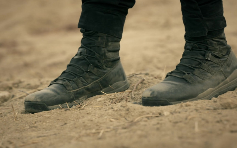 Nike Men's Boots in S.W.A.T. S04E10 Buried (2021)